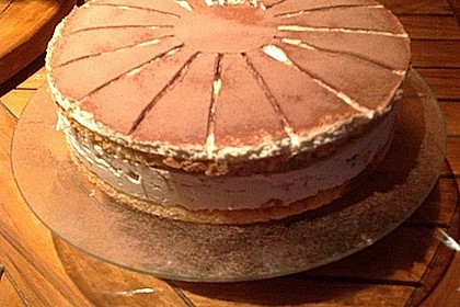 Schnelle Tiramisu - Torte mit Kirschen 8