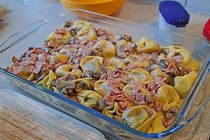 Tortellini mit leckerer Tomaten - Sahne - Sauce überbacken 3