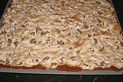 Rhabarberkuchen mit Nussbaiser 9