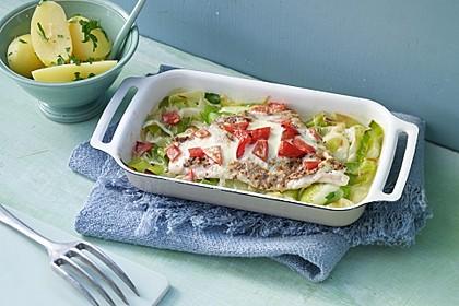 Fischfilet-Gratin mit Porree und Tomaten