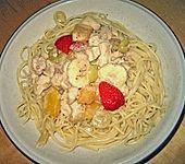 Spaghetti mit Hähnchenbrustfilet und Früchten (Bild)