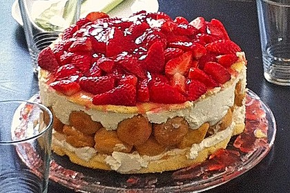 Windbeutel-Torte 125