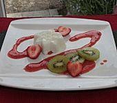 Joghurtmousse mit Erdbeersauce und Kiwi