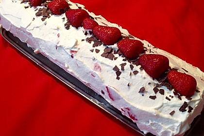 Biskuitrolle mit Erdbeer - Quark - Fülle 8
