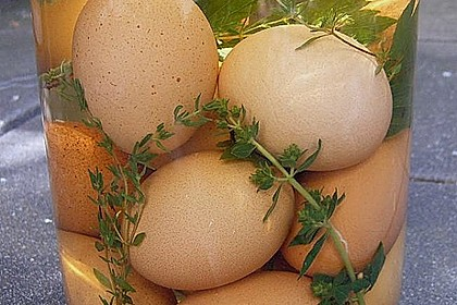 Eingelegte Eier mit Kräutern 2