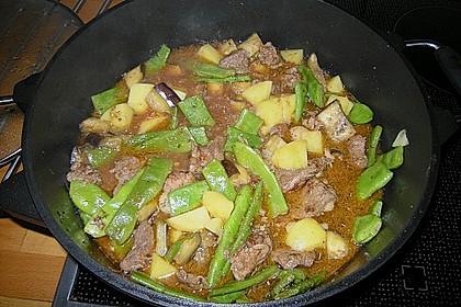 Lammtopf mit grünen Bohnen und Kirschtomaten