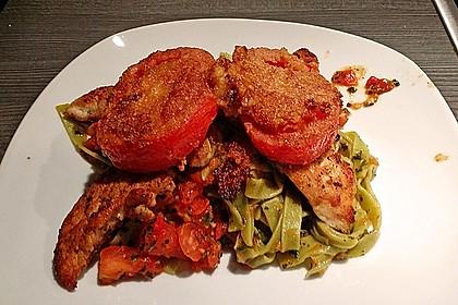 Überbackenes Hühnerbrustfilet mit karamellisierten Tomaten
