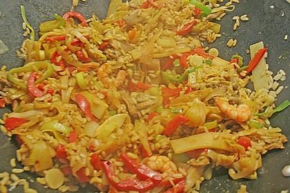 Asiapfanne mit Reis und Garnelen 9