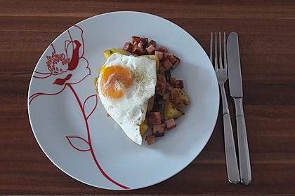 Leberkäse-Kartoffel-Pfanne mit Spiegelei 10