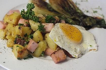 Leberkäse-Kartoffel-Pfanne mit Spiegelei 4