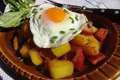 Leberkäse-Kartoffel-Pfanne mit Spiegelei 7
