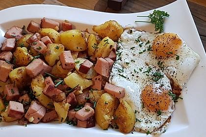 Leberkäse-Kartoffel-Pfanne mit Spiegelei