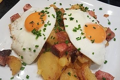 Leberkäse-Kartoffel-Pfanne mit Spiegelei 1