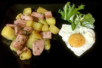 Leberkäse-Kartoffel-Pfanne mit Spiegelei 3