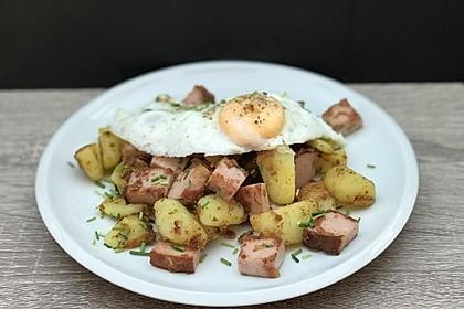 Leberkäse-Kartoffel-Pfanne mit Spiegelei 9