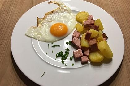 Leberkäse-Kartoffel-Pfanne mit Spiegelei 11