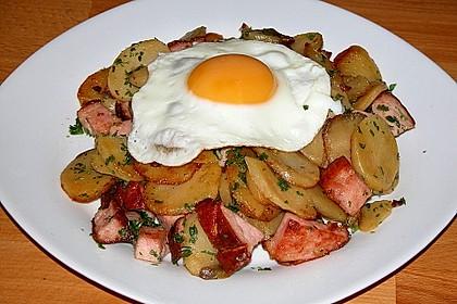Leberkäse-Kartoffel-Pfanne mit Spiegelei 6