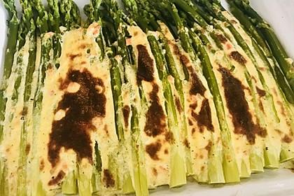 Albertos grüner Spargel mit Parmesancreme 44