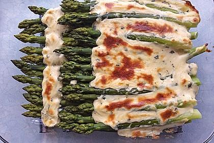 Albertos grüner Spargel mit Parmesancreme 10