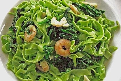 Grasgrüne Pasta mit Spinat und Scampi 2