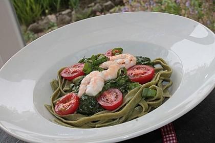Grasgrüne Pasta mit Spinat und Scampi 1