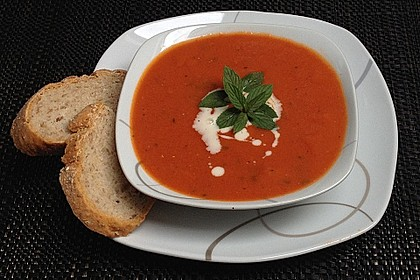 Cremige Tomatensuppe mit Kokosmilch 5