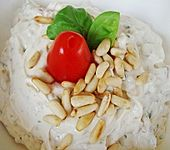 Frischkäse - Dip mit getrockneten Tomaten und Pinienkernen (Bild)