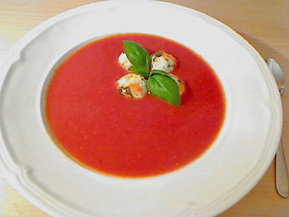 tomatensuppe mit mozzarella kl chen von safaro. Black Bedroom Furniture Sets. Home Design Ideas