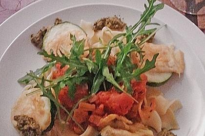 Zucchini – Piccata auf Tomatenkompott mit Rucolapesto und Nudeln 34