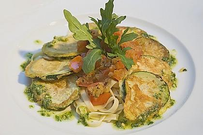 Zucchini – Piccata auf Tomatenkompott mit Rucolapesto und Nudeln 12