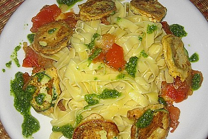 Zucchini – Piccata auf Tomatenkompott mit Rucolapesto und Nudeln 29