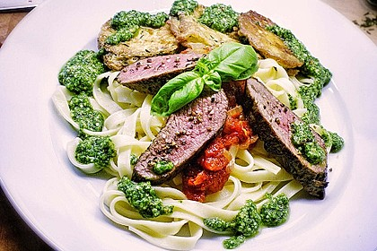 Zucchini – Piccata auf Tomatenkompott mit Rucolapesto und Nudeln 3