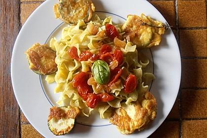 Zucchini – Piccata auf Tomatenkompott mit Rucolapesto und Nudeln 6