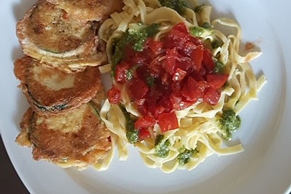Zucchini – Piccata auf Tomatenkompott mit Rucolapesto und Nudeln 13