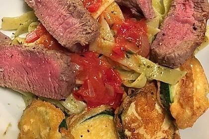 Zucchini – Piccata auf Tomatenkompott mit Rucolapesto und Nudeln 17