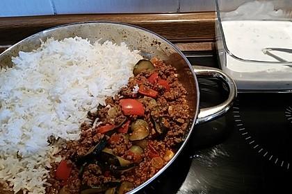 Orientalische Hackfleisch - Gemüse - Pfanne mit Joghurt - Minz - Sauce 7