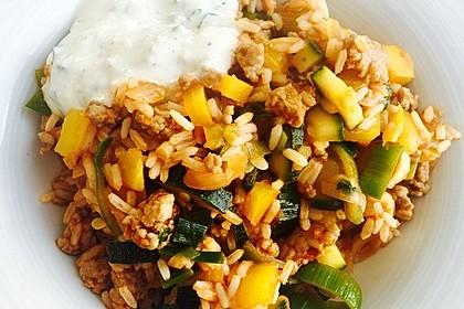 Orientalische Hackfleisch - Gemüse - Pfanne mit Joghurt - Minz - Sauce 2