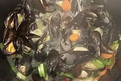 Miesmuscheln in pikantem Gemüsesud 12