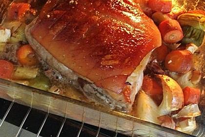 Krustenbraten vom Schwein mit Kartoffelpüree und Karamellsauerkraut 12