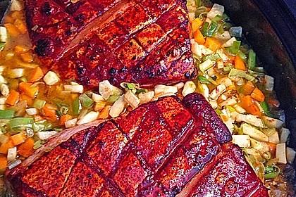 Krustenbraten vom Schwein mit Kartoffelpüree und Karamellsauerkraut