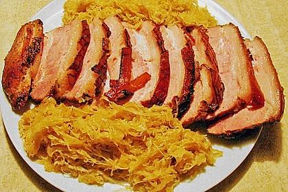 Krustenbraten vom Schwein mit Kartoffelpüree und Karamellsauerkraut 4