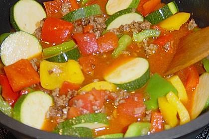 Gemüsetopf mit Paprika, Hackfleisch, Zucchini und Pilzen 18