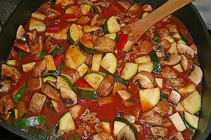 Gemüsetopf mit Paprika, Hackfleisch, Zucchini und Pilzen 4