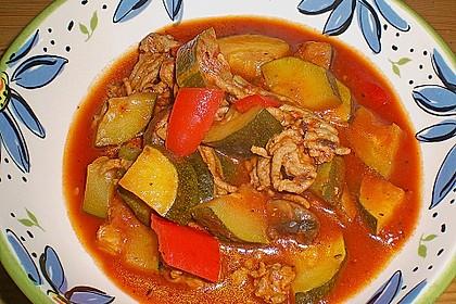 Gemüsetopf mit Paprika, Hackfleisch, Zucchini und Pilzen 6