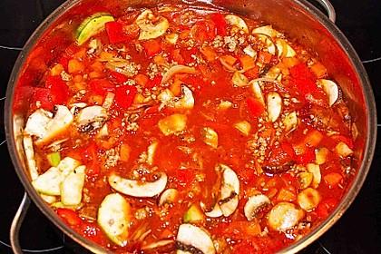 Gemüsetopf mit Paprika, Hackfleisch, Zucchini und Pilzen 17