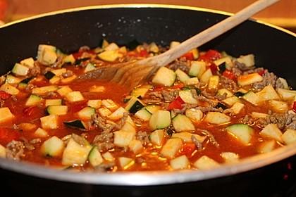 Gemüsetopf mit Paprika, Hackfleisch, Zucchini und Pilzen 8