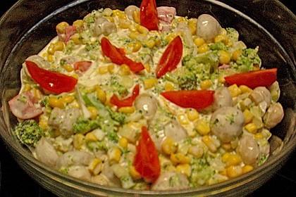 Gemüsesalat mit Brokkoli, Mais und Champignons 4