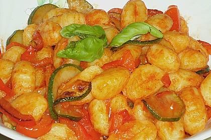 Gnocchi-Salat mit Zucchini und Paprika 46