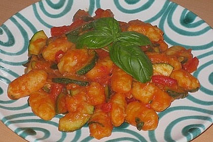 Gnocchi-Salat mit Zucchini und Paprika 37