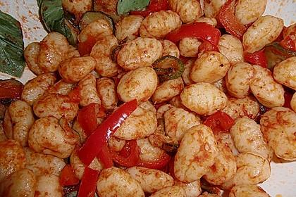 Gnocchi-Salat mit Zucchini und Paprika 65